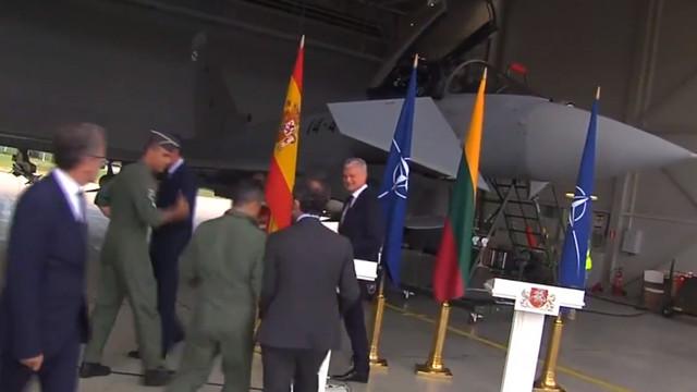 Alertă într-o bază NATO din cauza unui avion rusesc. Premierul Spaniei și președintele Lituaniei, evacuați temporar