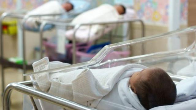 CNAS anunță mai multe opțiuni la stabilirea indemnizației lunare pentru creșterea copilului