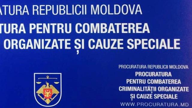Un grup infracțional, condus de către un deținut, ar fi șantajat un bărbat din Bălți