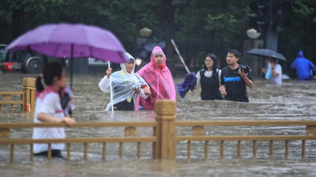 Cel puțin 50 de victime după inundațiile din provincia chineză Henan