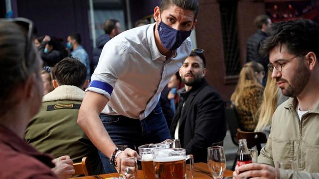 Ce țări din Europa impun pașaport de vaccinare pentru cei care vor să meargă la restaurante, cluburi, piscine, teatre