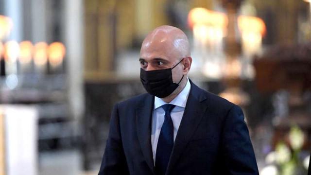 Ministrul britanic al sănătății și-a cerut scuze după ce a îndemnat populația să nu se