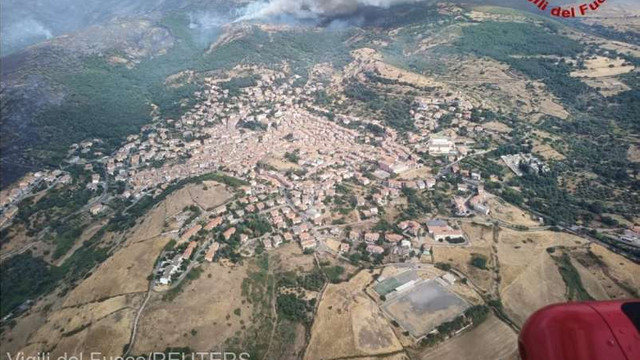 Italia | Sute de locuitori, evacuați în urma unui incendiu de vegetație de pe insula Sardinia