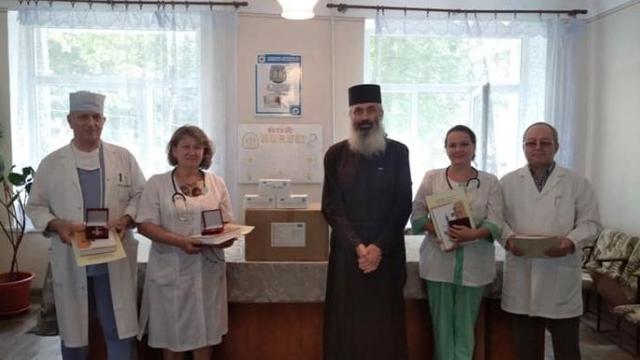 Episcopul de Bălți din Mitropolia Basarabiei a gratificat medici de la Spitalele Raionale Râșcani și Glodeni