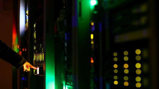 Securitate cibernetică: Toate statele membre ale UE se angajează să construiască o infrastructură de comunicații cuantice