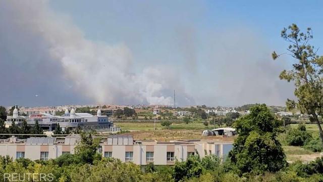 Evacuări în urma unui incendiu forestier izbucnit în apropiere de Antalya