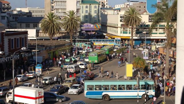Kenya suspendă toate adunările dintre oameni. Min. Sănătății acuză politicienii de organizarea evenimentelor care răspândesc Covid-19