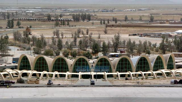 Aeroportul Kandahar a fost închis, după ce a fost atacat cu rachete de talibani