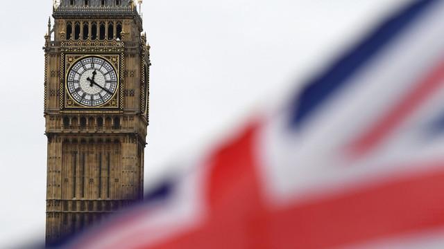 Regatul Unit oferă recompense tinerilor pentru a-i convinge să se vaccineze