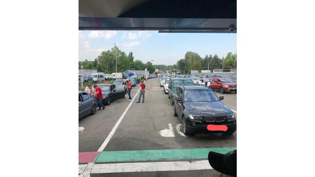 Se atestă trafic intens la trei puncte de trecere a frontierei. Poliția îndeamnă călătorii să opteze pentru alte posturi vamale