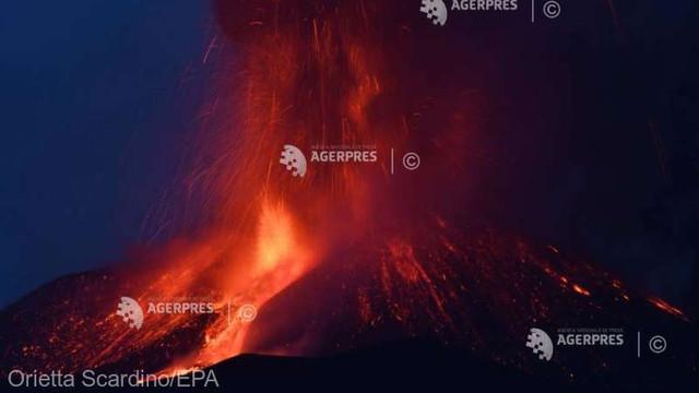 VIDEO Nouă erupție a vulcanului Etna din Sicilia, cu expulzări de fum și de lavă