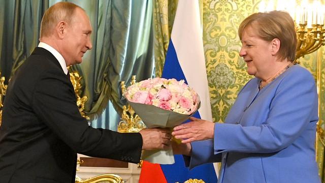 Angela Merkel i-a cerut lui Vladimir Putin eliberarea lui Aleksei Navalnîi. Ce a răspuns președintele rus