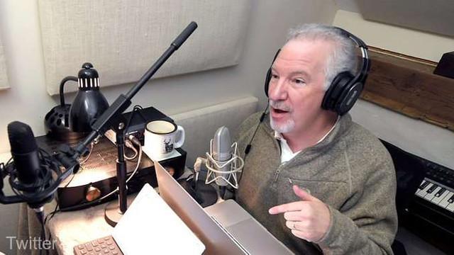 Un prezentator de radio din SUA, cunoscut pentru ideile sale anti-vaccinare, a murit din cauza COVID-19