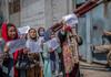 Spălatul toaletelor - singurul loc de muncă permis femeilor afgane în noua administrație talibană din Kabul