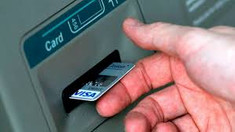 Fostul director al Penitenciarului nr.18 și alte 7 persoane, trimiși în judecată pentru escrocherie cu carduri bancare