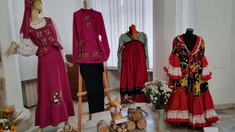 La Primăria Chișinău au fost expuse costumele naționale ale etniilor care locuiesc în capitală
