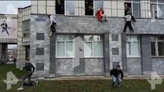 Atac armat la o universitate din Rusia, soldat cu cel puțin 5 morți și 6 răniți / Unii studenți au sărit pe geam pentru a scăpa cu viață