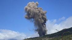 Mii de persoane fug în timp ce lava aruncată de vulcanul de pe insula La Palma din Spania le distruge casele