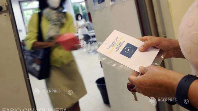 Aproximativ 75% dintre italieni se declară în favoarea pașaportului sanitar