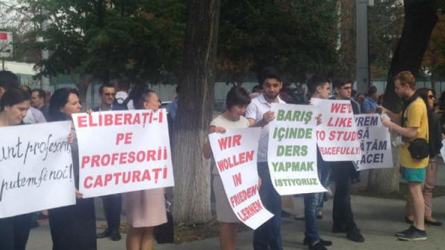 3 ani de la expulzare profesorilor turci. Juriști: Un cadou pentru Erdogan