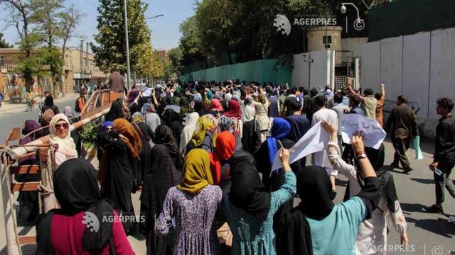Protestele continuă în Afganistan în ciuda intimidărilor din partea talibanilor