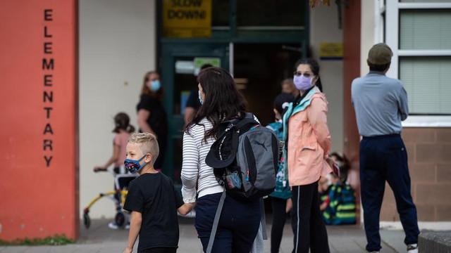 SUA: La Los Angeles vaccinarea împotriva COVID-19 este obligatorie pentru elevii de 12 ani și peste