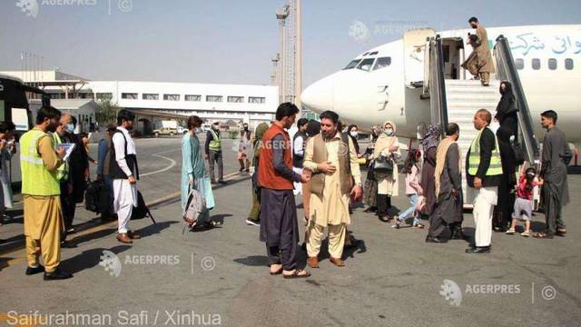 Poliția afgană și-a reluat activitatea alături de talibani pe aeroportul din Kabul