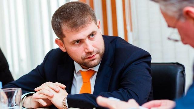Prima ședință de judecată în cazul lui Ilan Șor, după ce dosarul a fost transferat la Curtea de Apel Chișinău, a fost întreruptă. Unul dintre magistrați s-a abținut de la examinarea cauzei