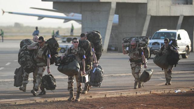 Franța amenință că-și va retrage soldații din Mali dacă țara africană se va alia cu grupul rus de securitate Wagner