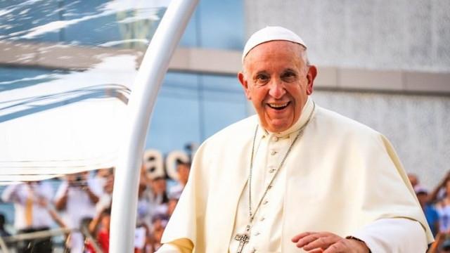 Papa Francisc și-a încheiat, în plină formă, turneul în Ungaria și Slovacia