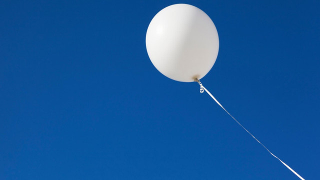 Pagube de peste un miliard de euro, după ce un balon rătăcit a oprit producția unor importante fabrici de semiconductori din Germania