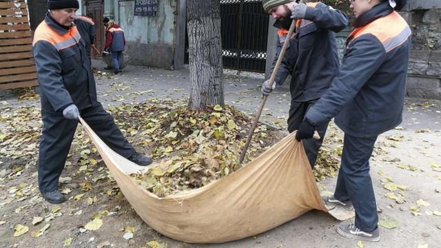 Angajații Primăriei Chișinău vor participa la acțiuni de salubrizare a orașului