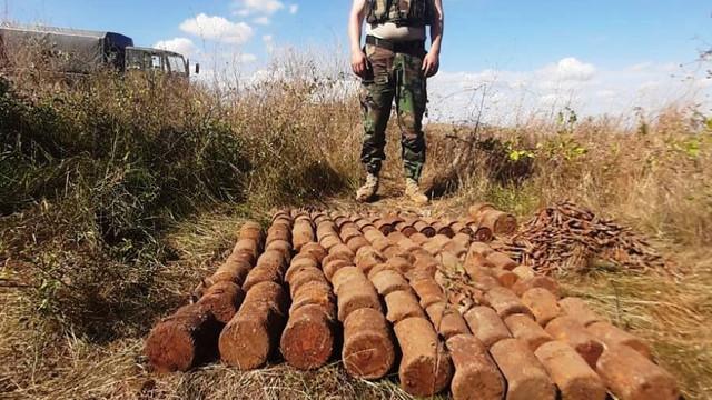 FOTO   Geniștii Armatei Naționale au lichidat 160 de obiecte explozive și 2 221 de cartușe, în satul Răscăieții-Vechi, raionul Ștefan Vodă