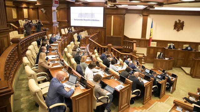 Inițiativă legislativă, votată în prima lectură: debitorul nu va putea fi evacuat din casă în perioada rece a anului