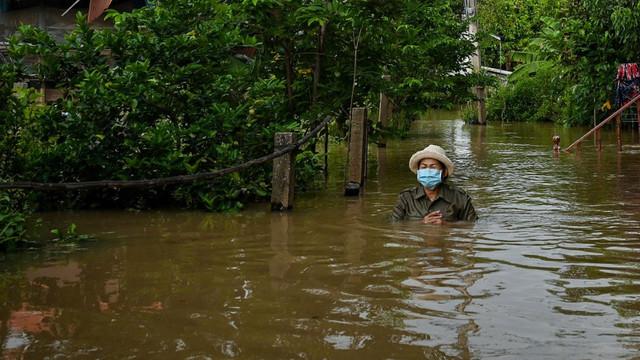 Thailanda a intrat în alertă. O furtună tropicală a scufundat 70.000 de locuințe, a ucis șase oameni și amenință capitala Bangkok