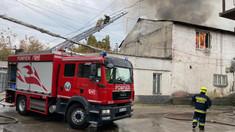 Incendiu în Chișinău. Acoperișul unui atelier de poligrafie, cuprins de flăcări