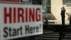 Sunt milioane de locuri de muncă, dar nu are cine să le ocupe. Cum se explică acest fenomen îngrijorător care se conturează în lume