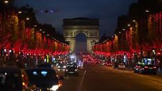 Bulevardul Champs-Elysees din Paris va fi iluminat în roșu și violet de Crăciun și Anul Nou, după doi ani de întrerupere