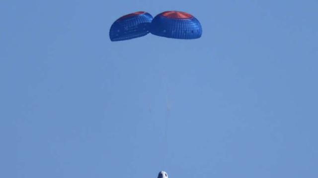 Capsula companiei Blue Origin a aterizat. William Shatner, cel mai vârstnic turist spațial