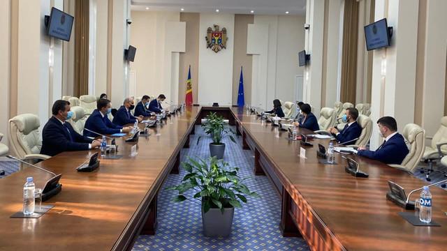 O delegație de europarlamentari români se află într-o vizită la Chișinău