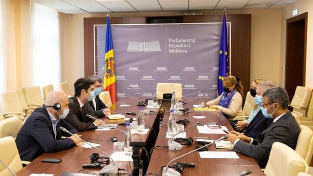 Vicepreședintele Parlamentului Mihail Popșoi, deputații Vladimir Bolea și Lilian Carp s-au întâlnit cu delegația Coraportorilor APCE